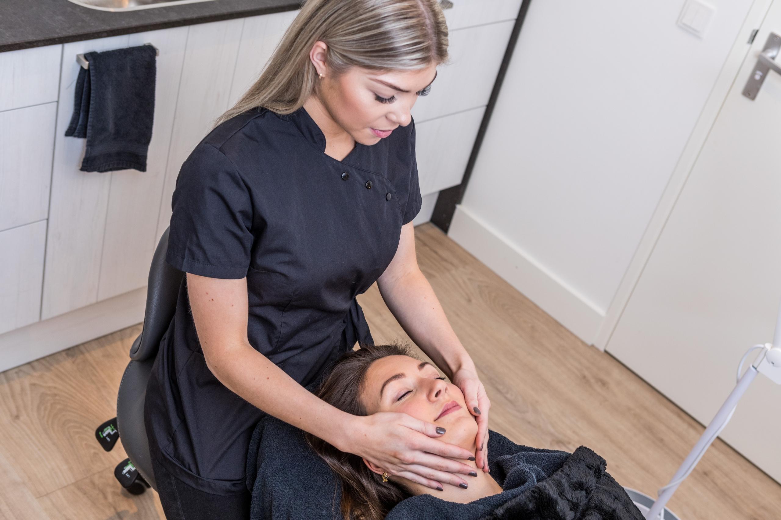 Behandelingen Gezichtsbehandeling Skinfluence schoonheidssalon Oisterwijk